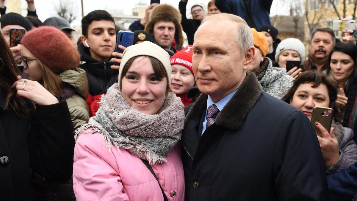 Владимир Путин с жителями города Иваново