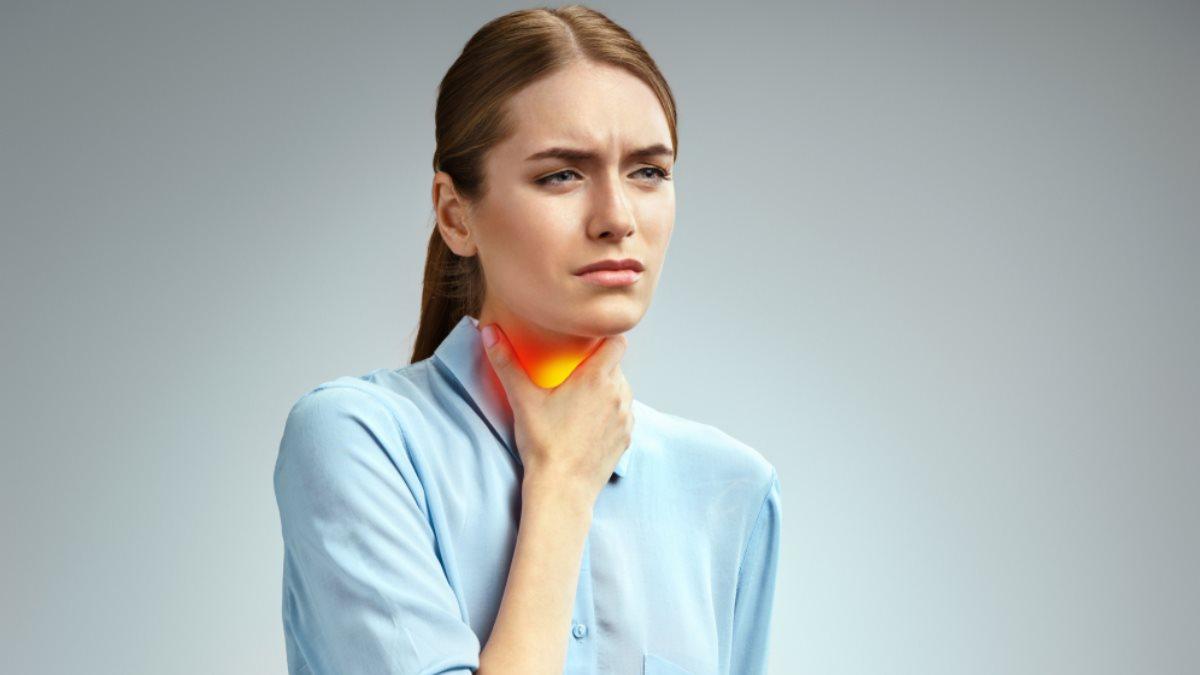 Боль в горле шее один