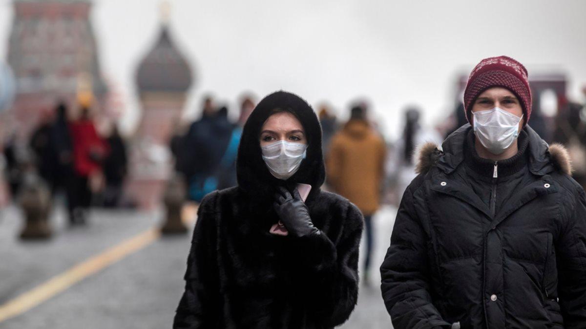 Люди в масках на Красной площади Москва коронавирус