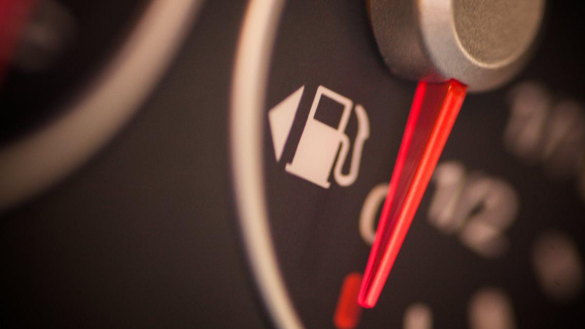Топливный индикатор с указанием лючка бака