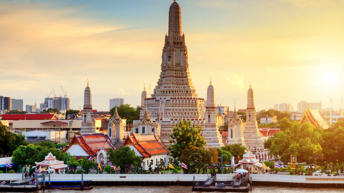 Храм Ват Арун в Бангкоке Таиланд туризм