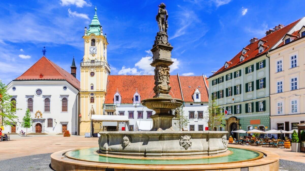 Братислава Словакия туризм главная площадь