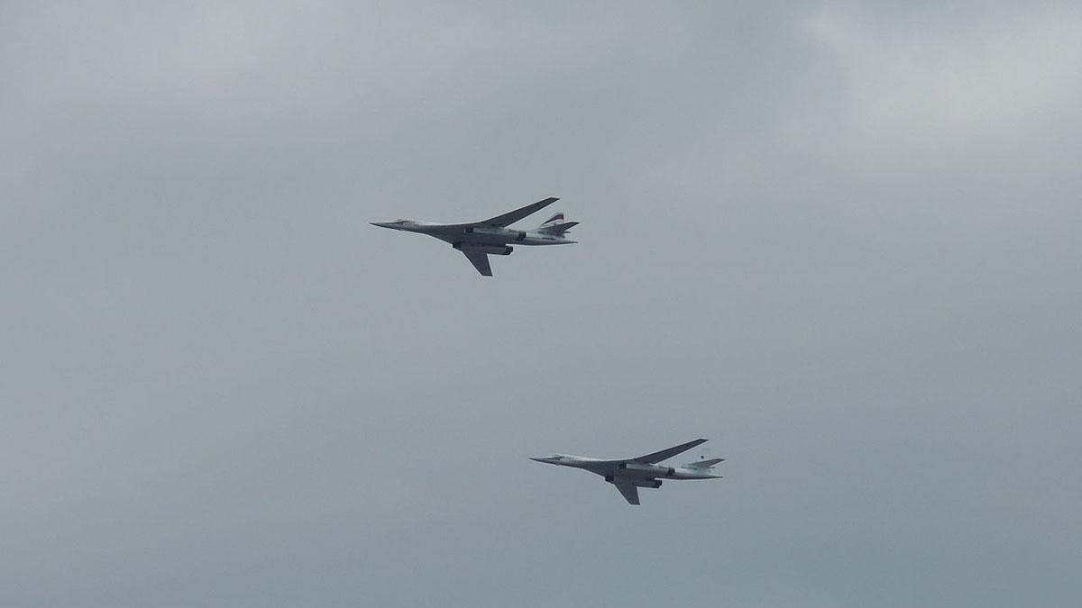 Ту-160 сверхзвуковой стратегический бомбардировщик-ракетоносец два