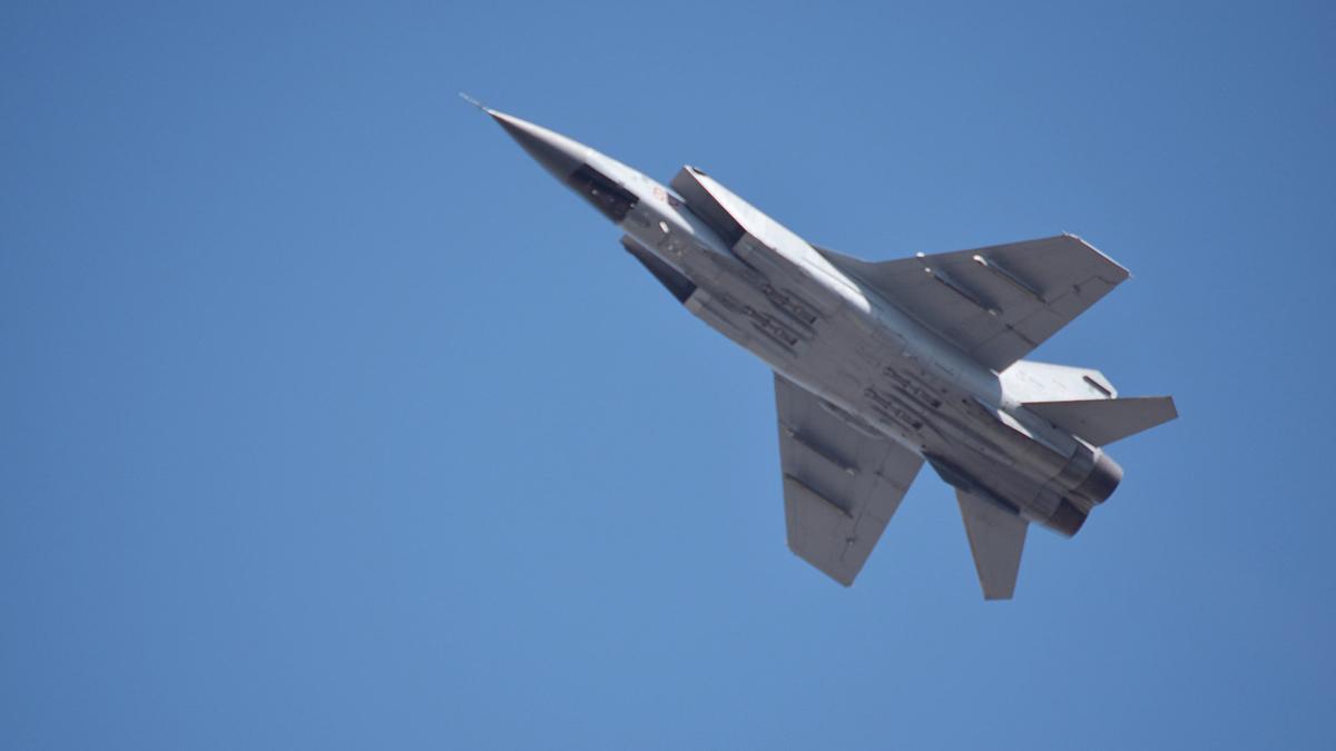 истребитель-перехватчик МиГ-31 близко