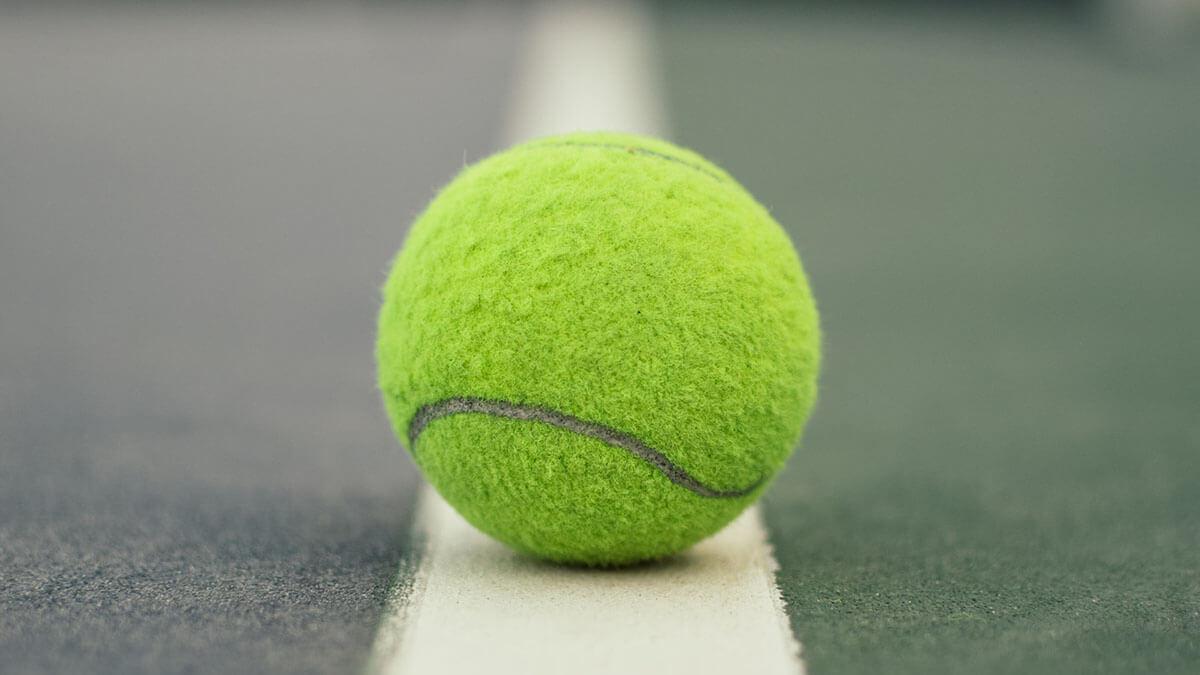Теннис теннисный мяч