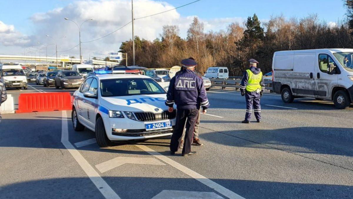 Россия полиция ДПС ГИБДД перекрытая трасса дорога проверка