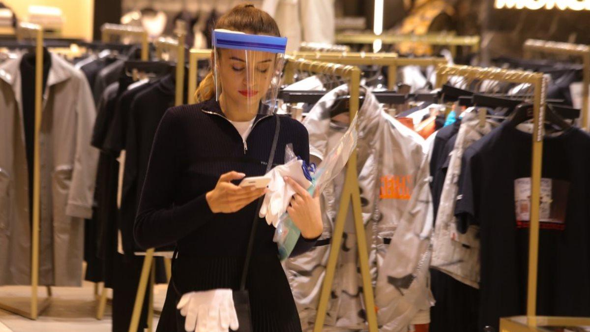 Магазин одежды коронавирус пластиковый щиток