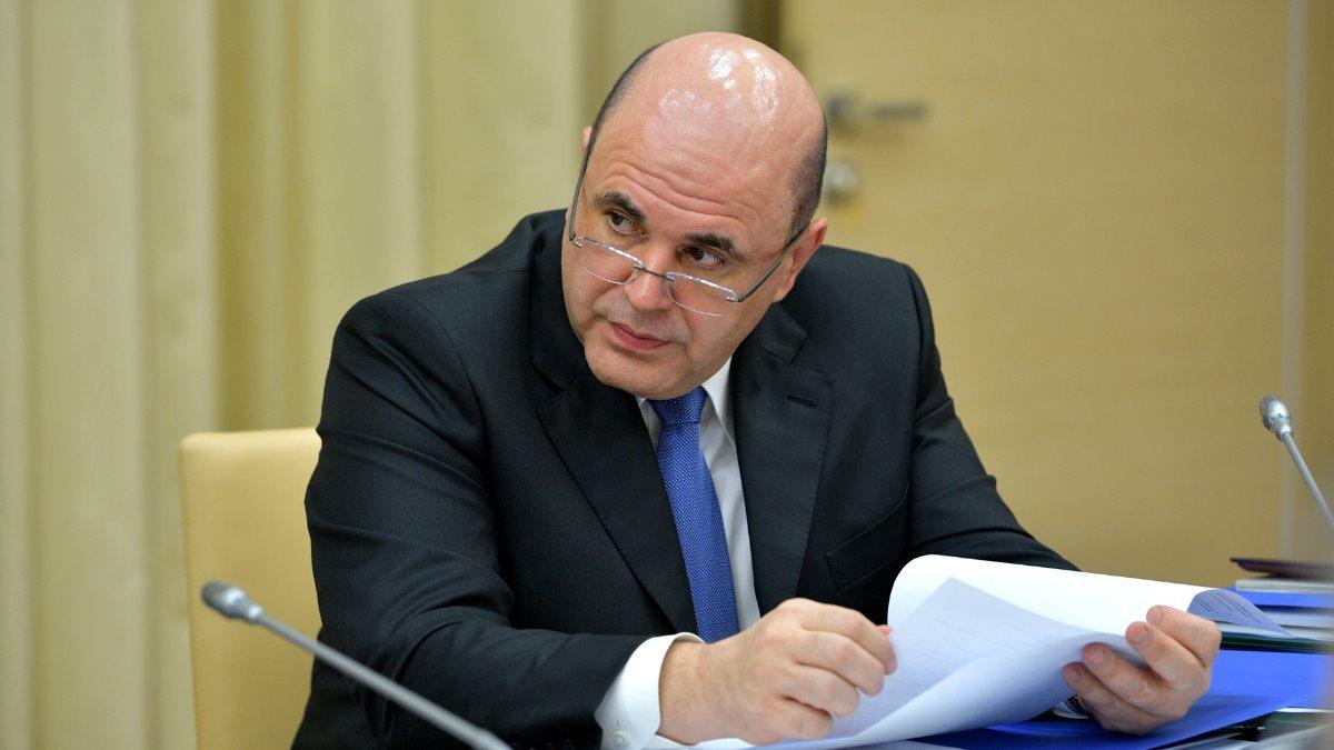 Михаил Мишустин с бумагами