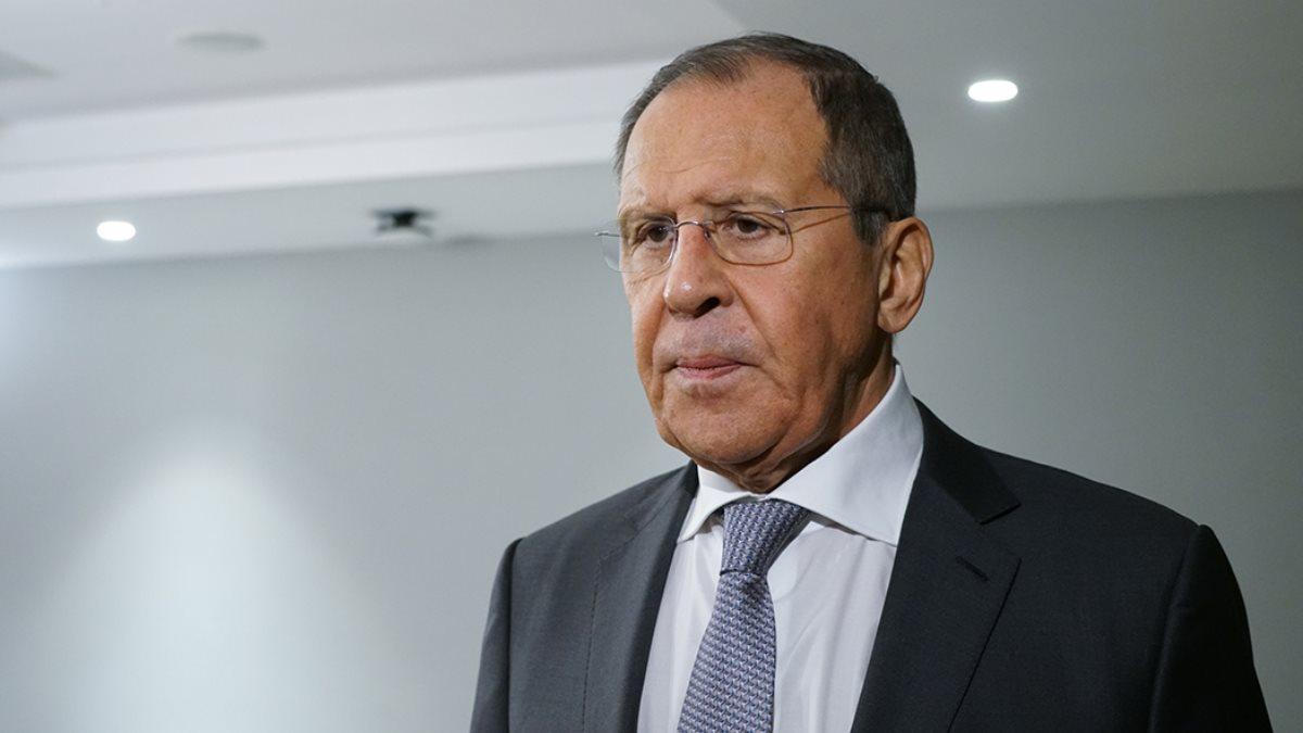Министр иностранных дел Сергей Лавров белый фон