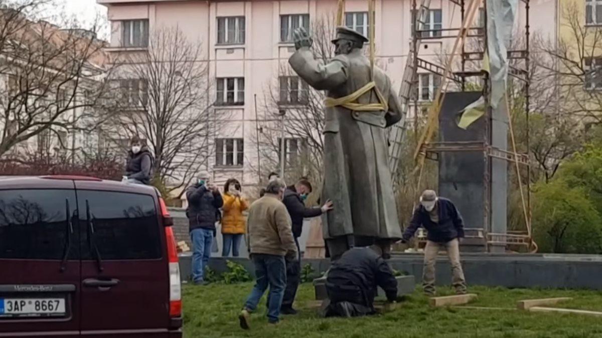 Снос памятника Коневу Прага Чехия