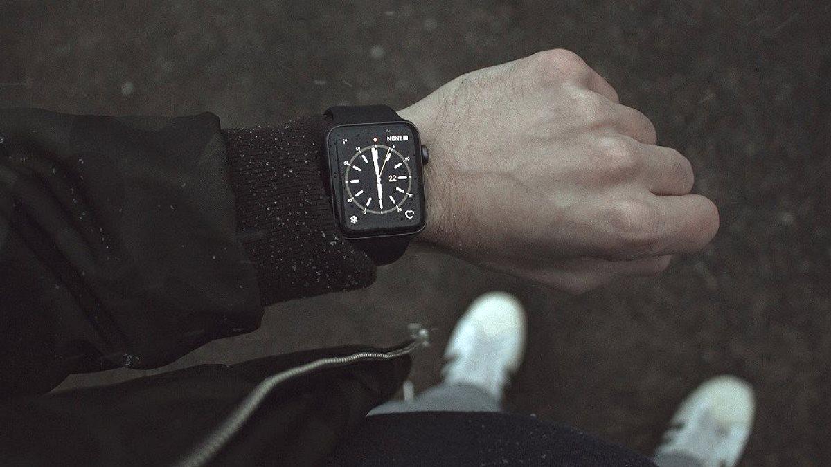 Умные часы тёмный фон