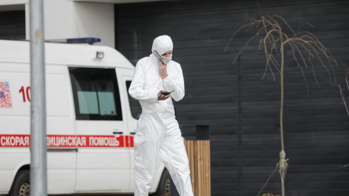 Россия коронавирус врач говорит по телефону скорая помощь Коммунарка