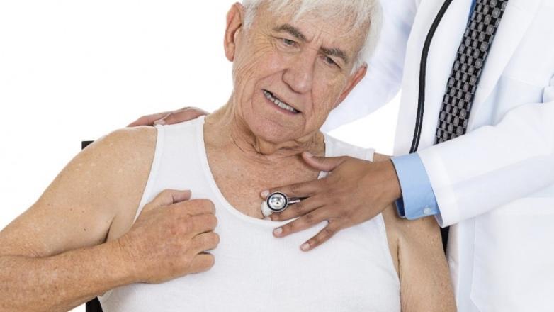 пожилой мужчина сердце