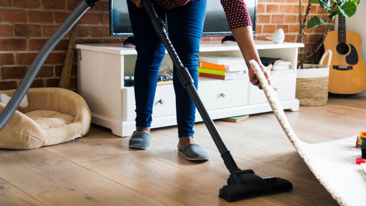 Пылесосить уборка дома