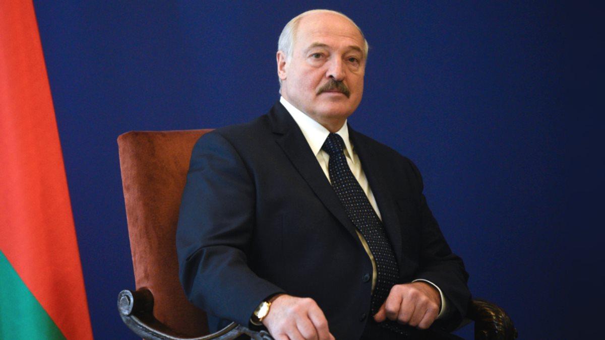 Президент Белоруссии Александр Лукашенко синий фон