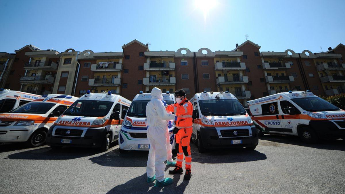 Италия скорая помощь коронавирус три