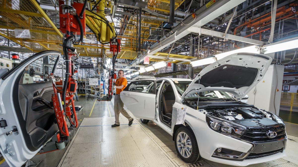Завод АвтоВАЗ в Ижевске Сборка автомобилей Lada