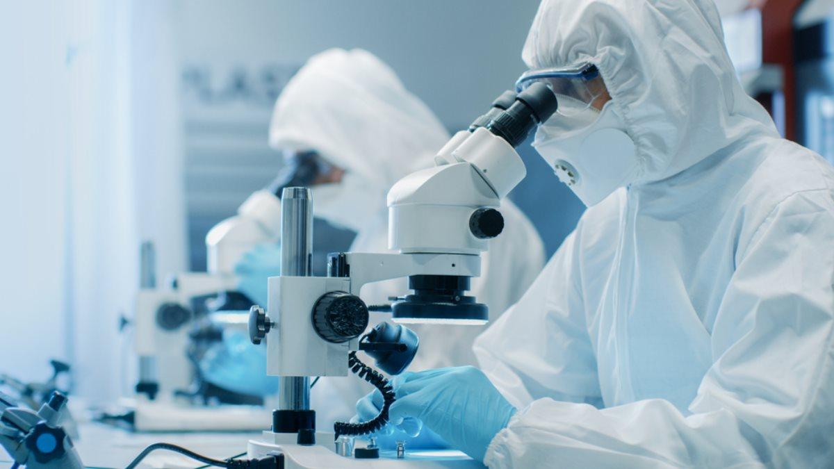 Коронавирус учёные исследователи вирусологи микроскопы
