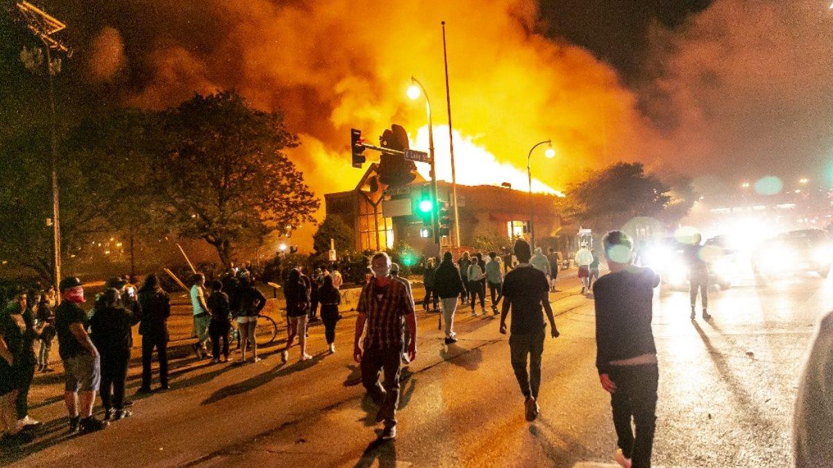 Миннеаполис США протесты погромы