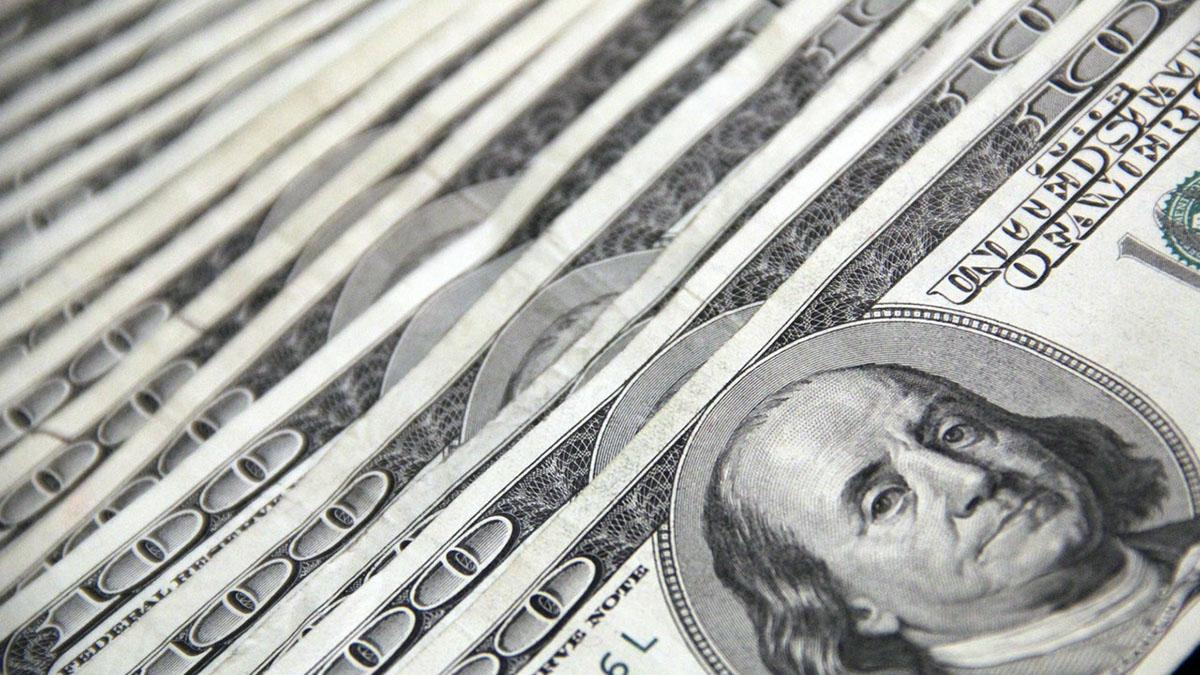 Доллары в ряд