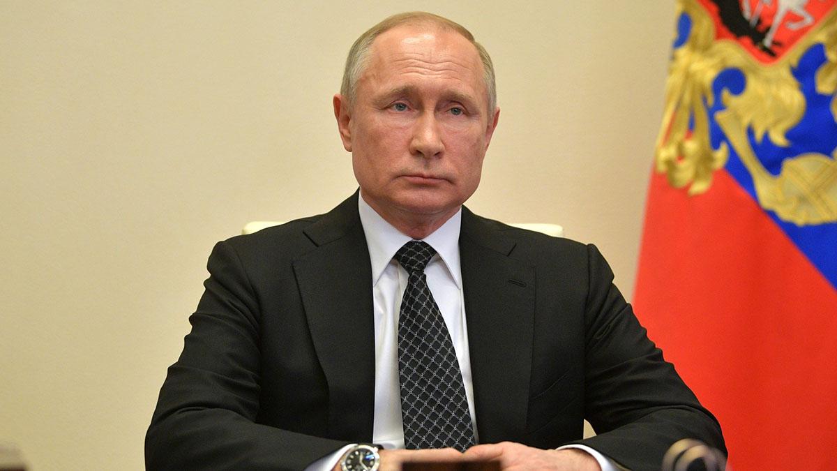 Владимир Путин чёрный галстук в квадратик