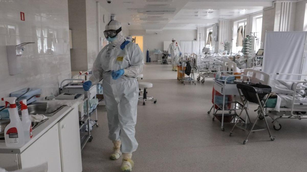 Коронавирус Больница просторная палата врачи пациенты