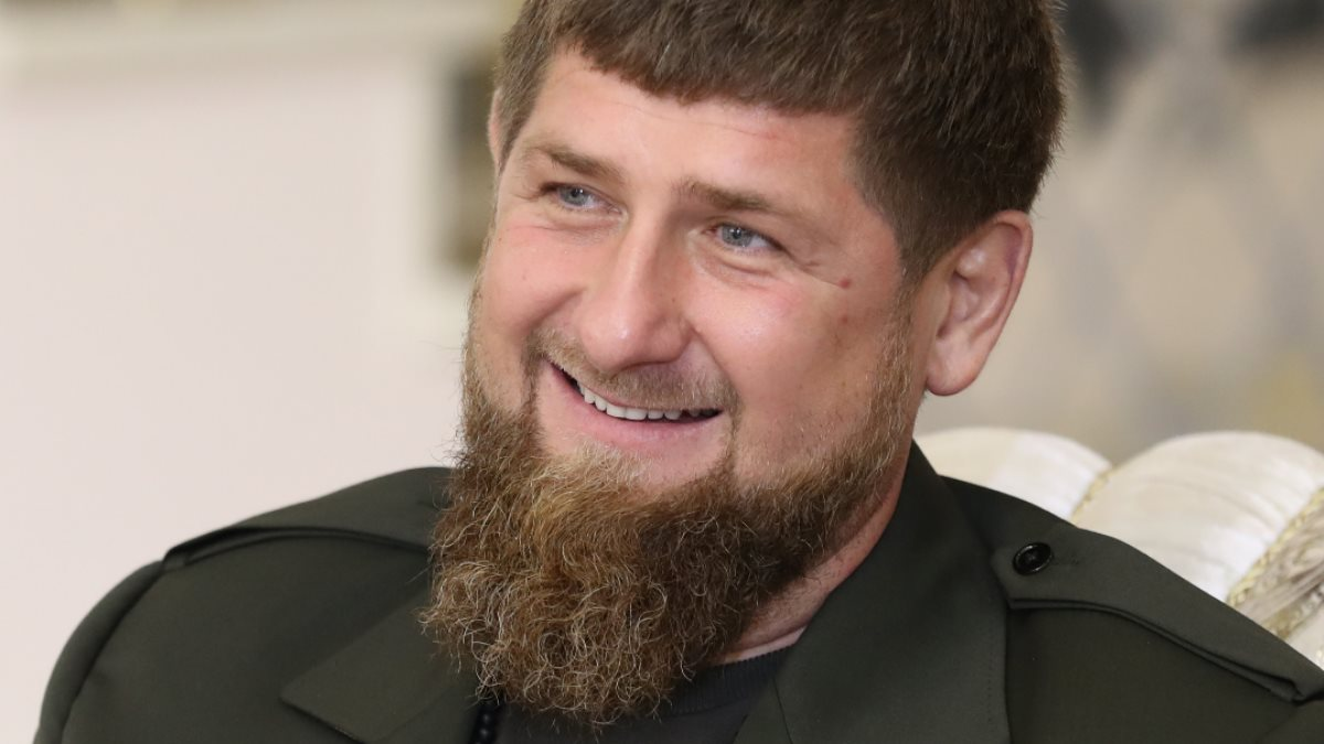Глава Чеченской Республики Рамзан Кадыров улыбается близко