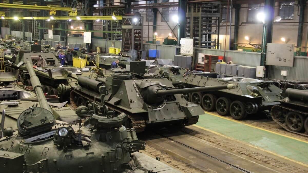 танки на заводе