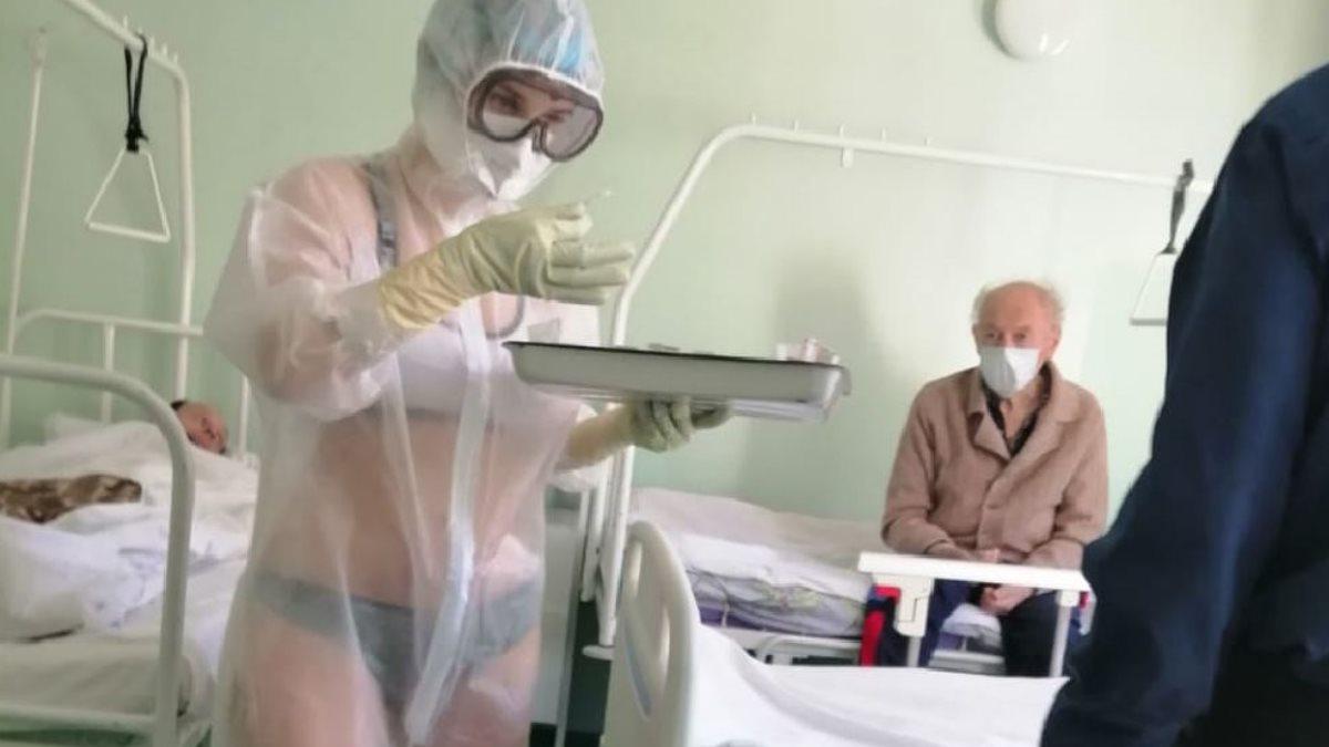 В Туле медсестра пришла на работу в прозрачном костюме и бикини