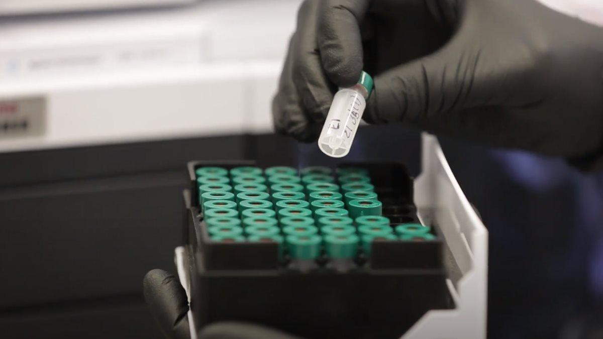 Вакцина коронавирус пробирки
