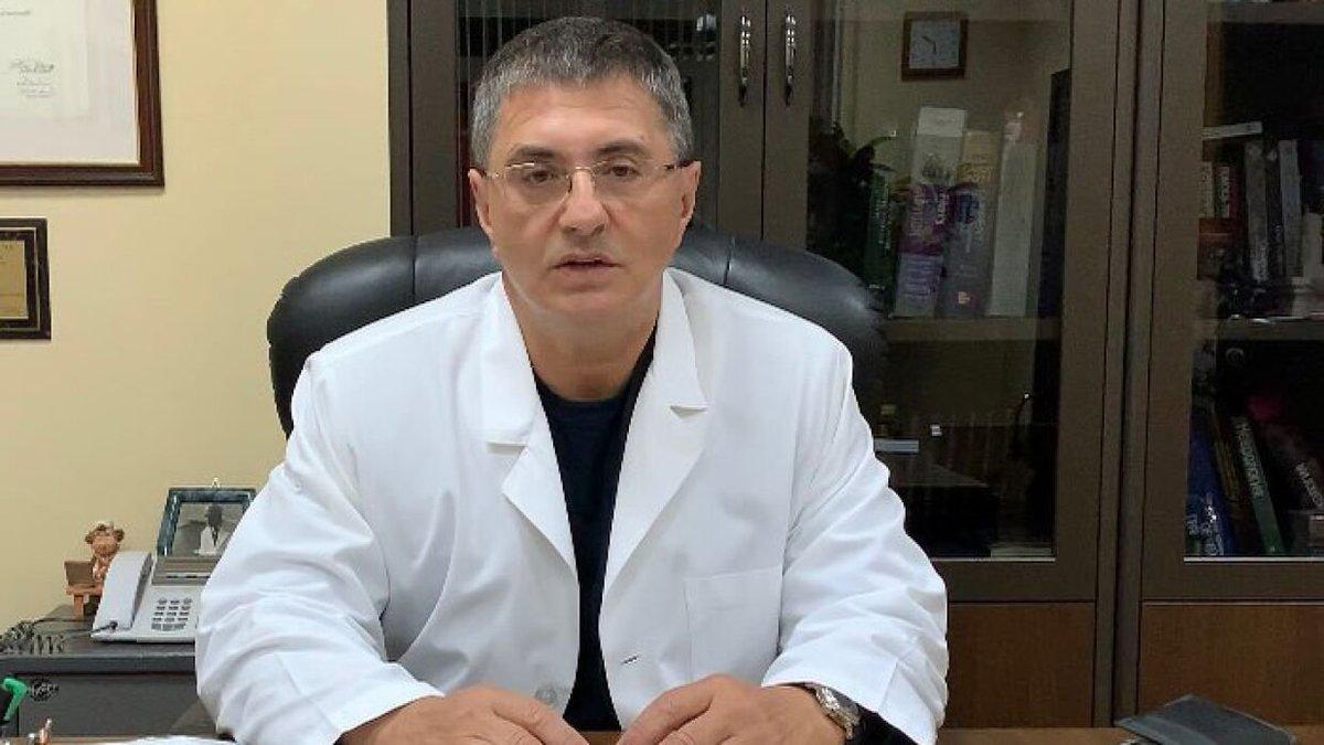 Доктор Мясников в халате