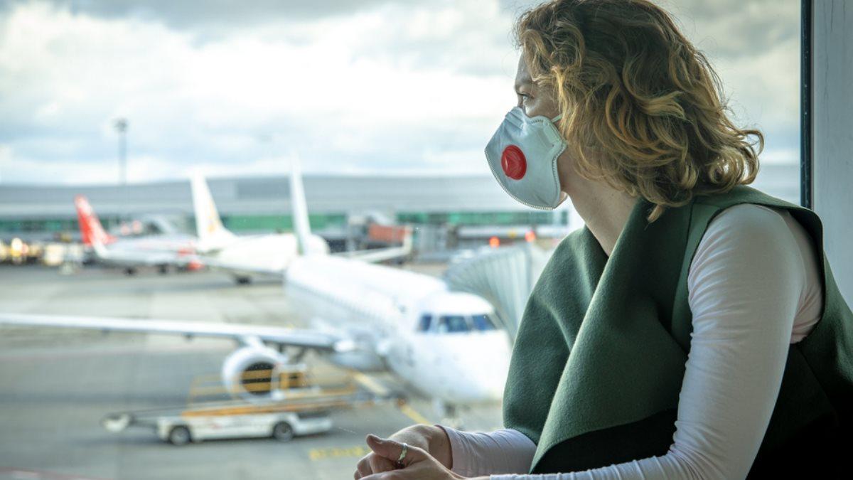 Коронавирус аэропорт медицинская маска женщина