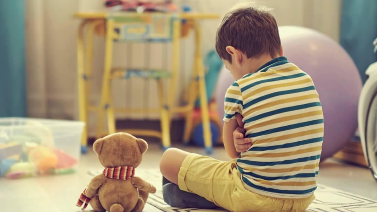 Психологическая травма в детстве одинокий замкнутый ребёнок мальчик