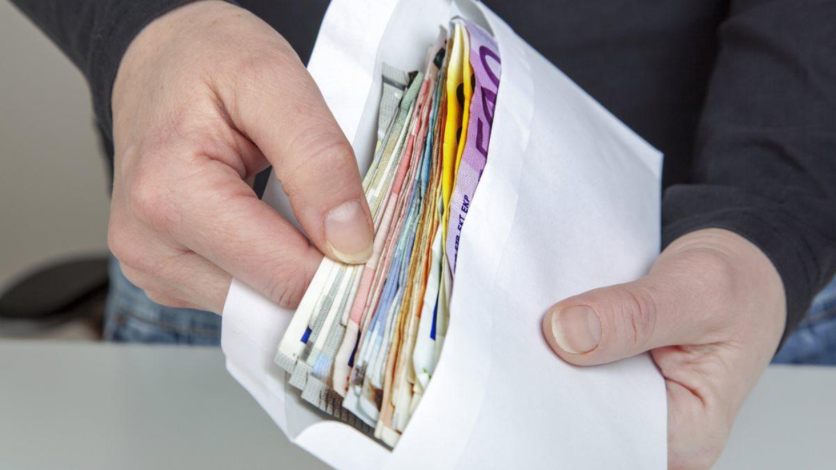 Деньги в конверте евро