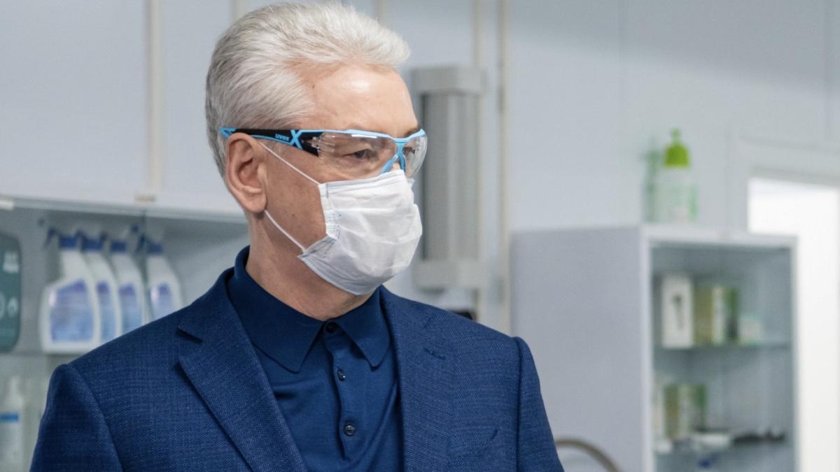Сергей собянин мэр москвы в маске и очках