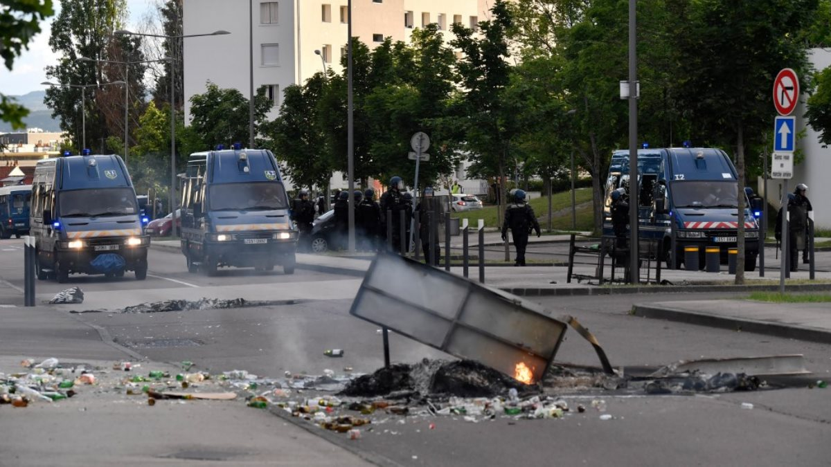 Франция полиция Беспорядки в Дижоне
