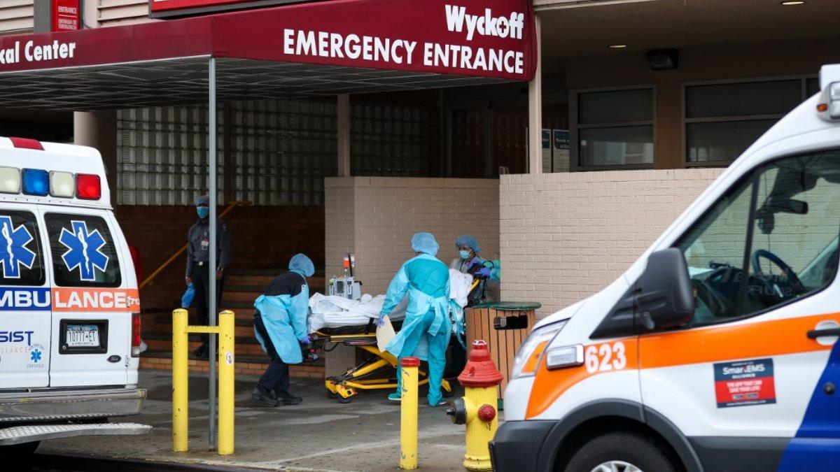 США коронавирус скорая помощь пациент каталка больница