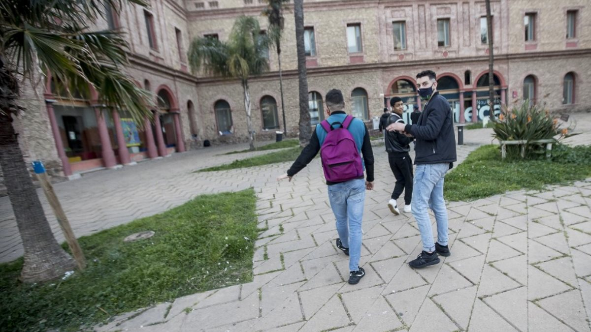 Испания бездомные мигранты коронавирус
