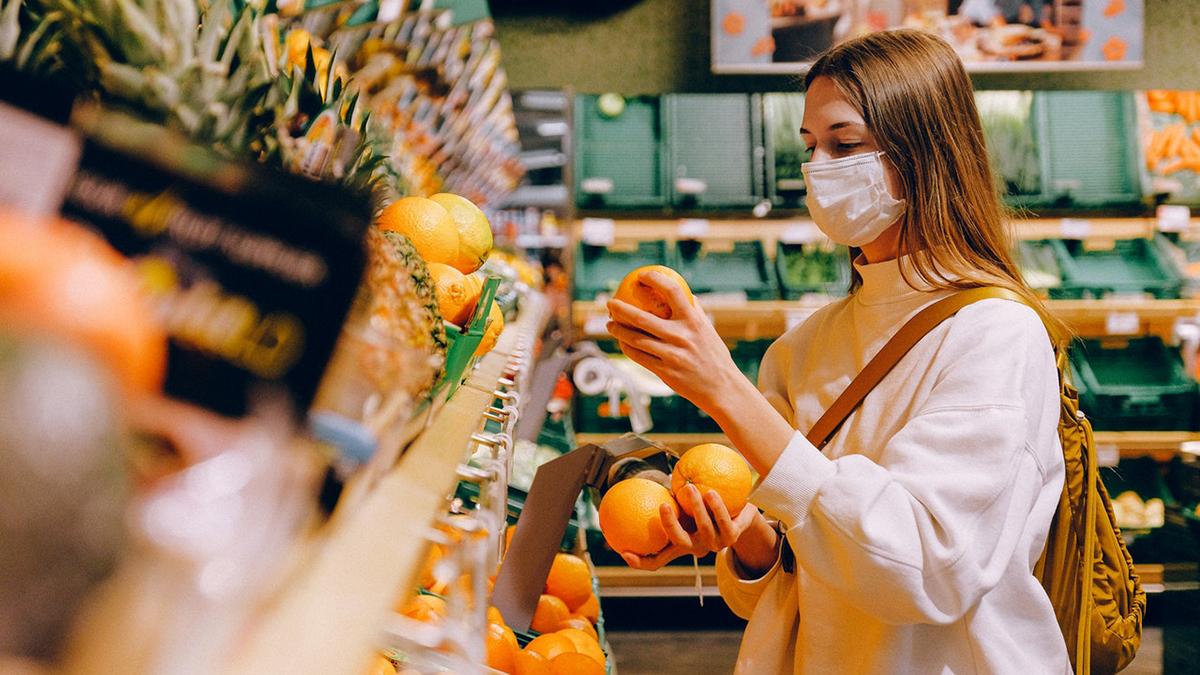 Коронавирус Маска девушка Апельсины