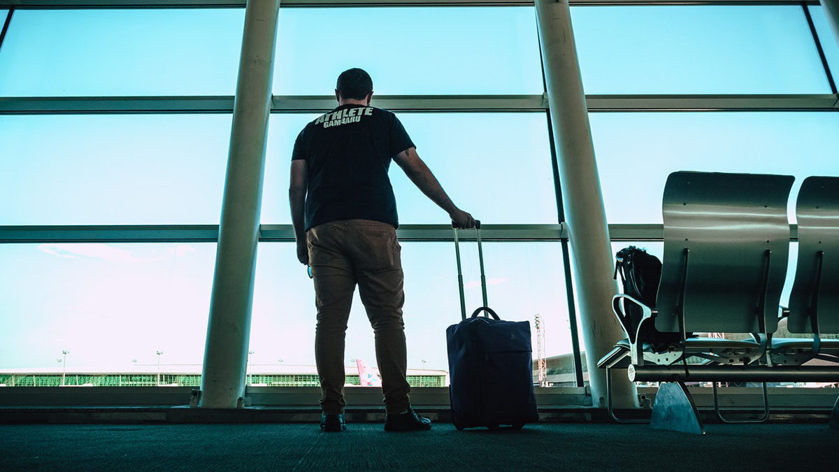 Аэропорт мужчина одиночество