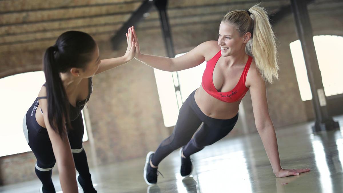 Спорт девушки фитнес