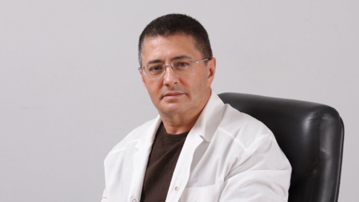 Доктор Александр Мясников серый фон