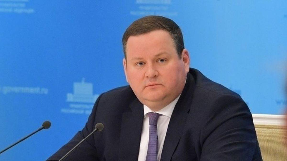 Антон Котяков министр труда синий фон