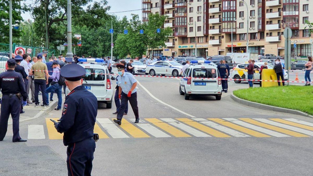 Место вооружённого нападения на полицейских на Ленинском проспекте