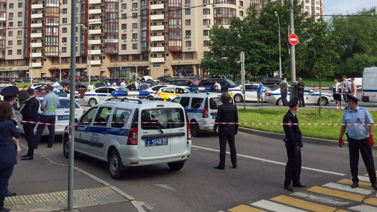 Место вооружённого нападения на полицейских на Ленинском проспекте три