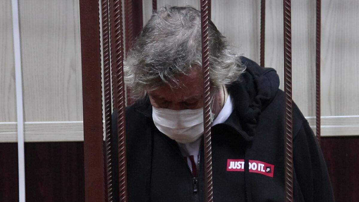 Михаил Ефремов в здании Таганского суда во время избрания меры пресечения