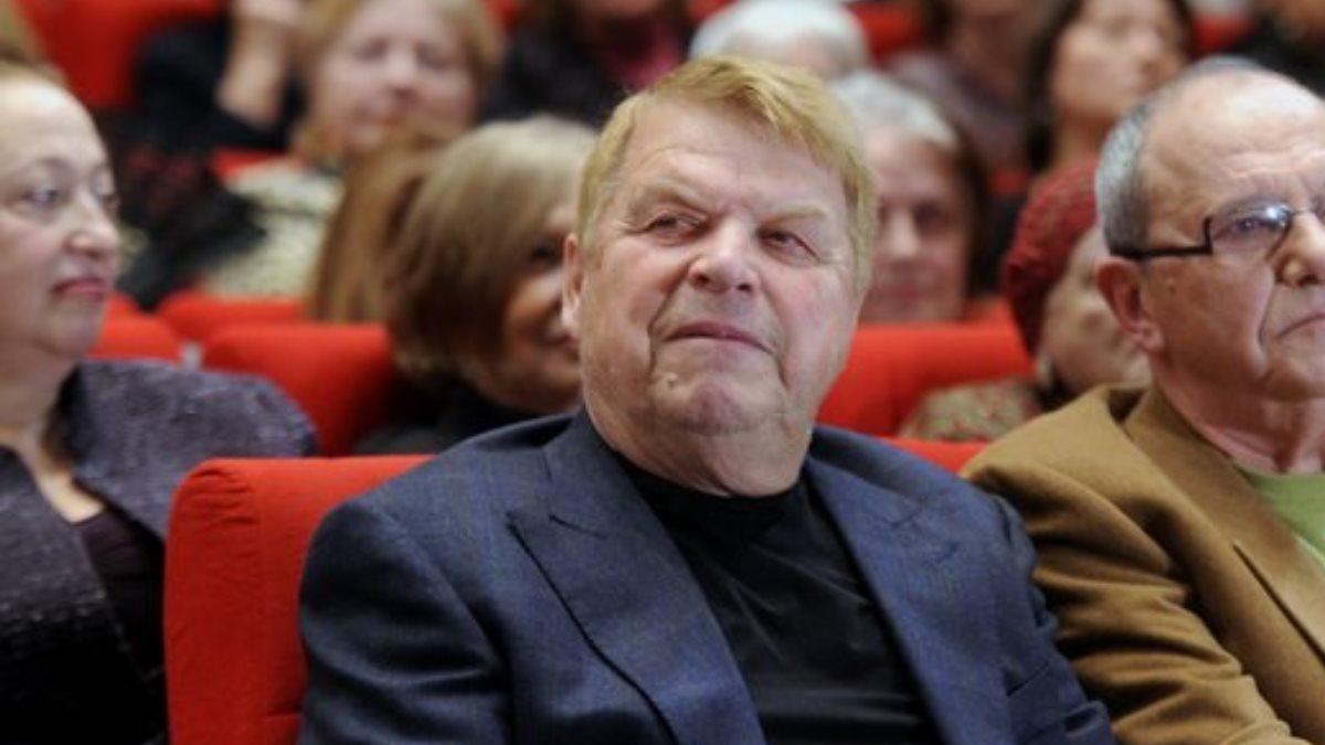 Актёр Михаил Кокшенов в зале