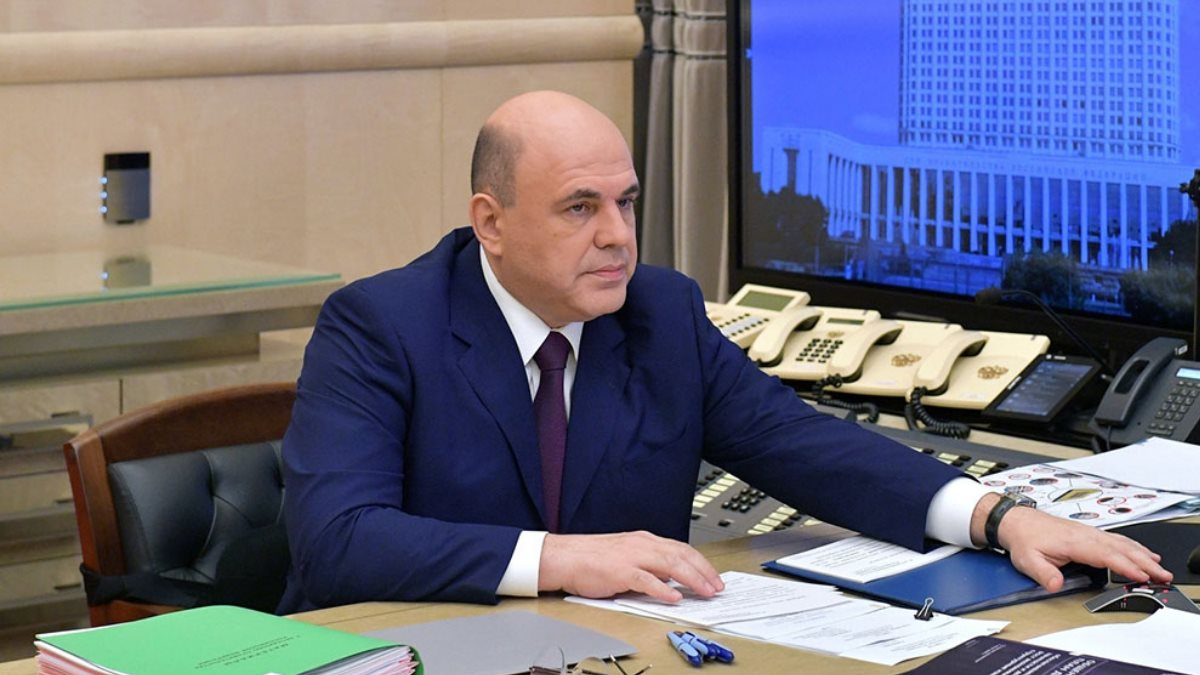 Михаил Мишустин в кабинете один