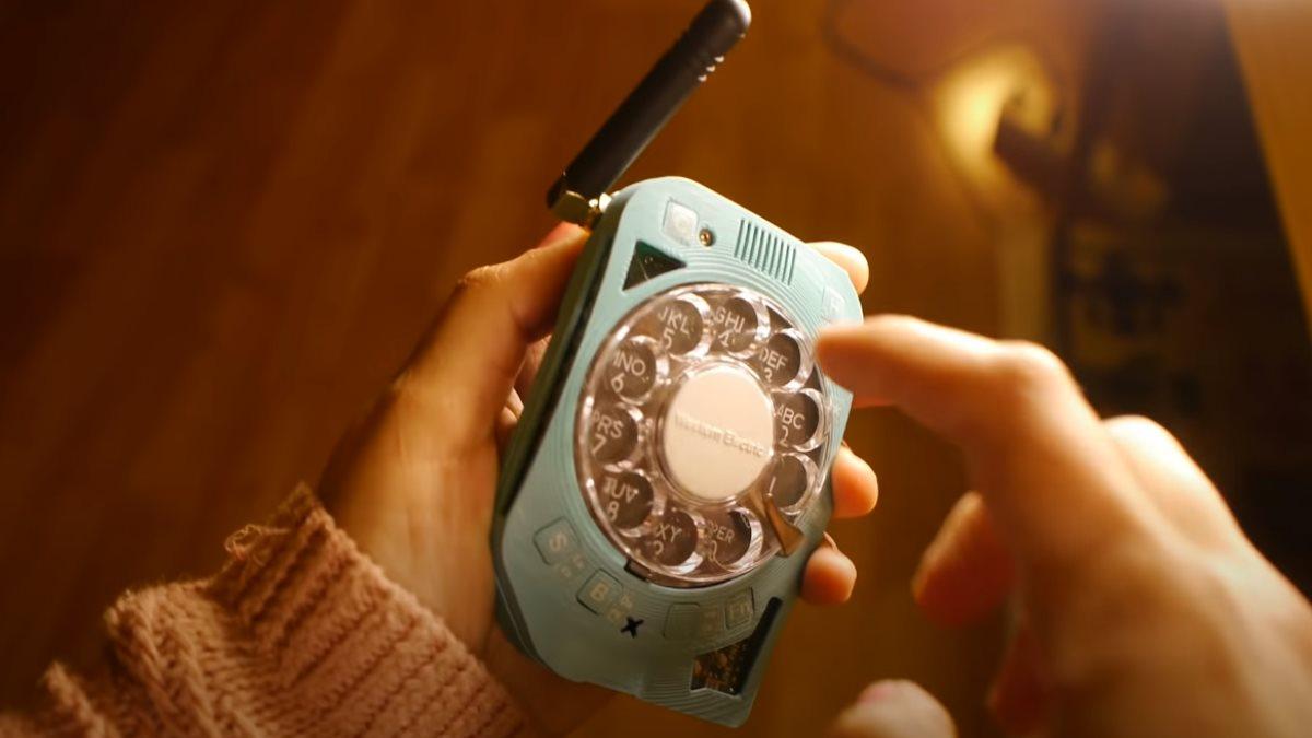 Мобильный телефон с дисковым набором Жюстин Хаупт - Justine Haupt