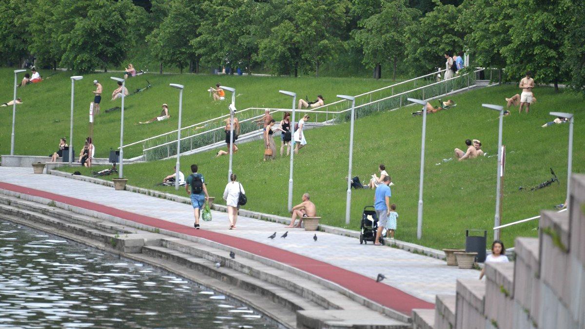 Москва погода жара лето парк
